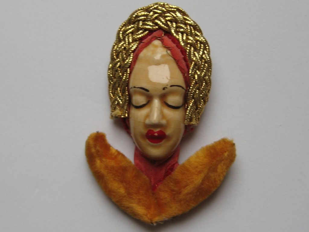 Elzac Victim of Fashion Pin Figural Women 1940' Vintages