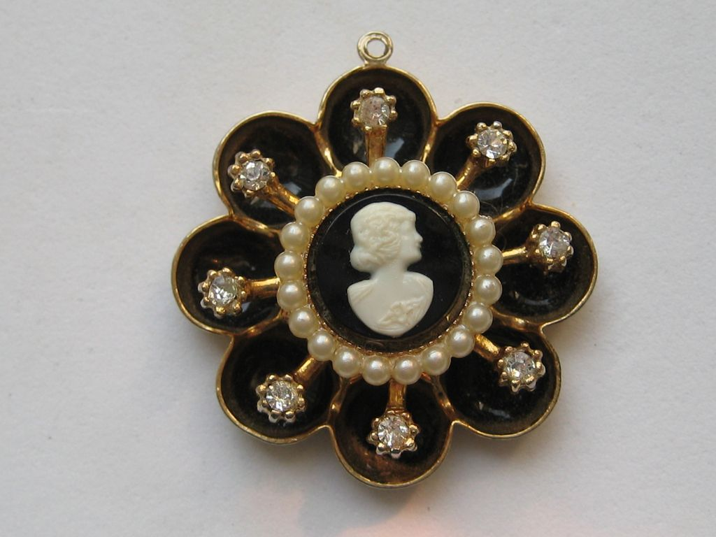 Vintage Coro Pegasus Cameo Pendent Rhinestones Seed Pearls Black Enameling Necklace
