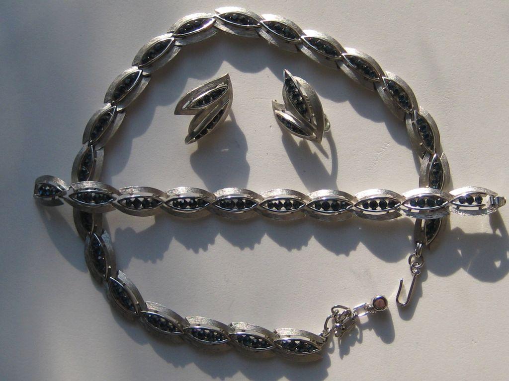 Vintage Crown Trifari Parure Rhodium Silver Glass SAPPHIRE Blue Necklace Bracelet Earrings Set