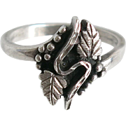 Vintage Sterling Grape and Leaf Ring Silver Wine Lover Size 8