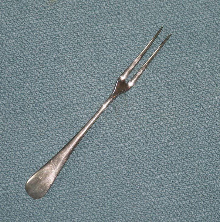 A.F. Towle Sterling Silver Antique Fiddle Back 2 Tine Butter Pick