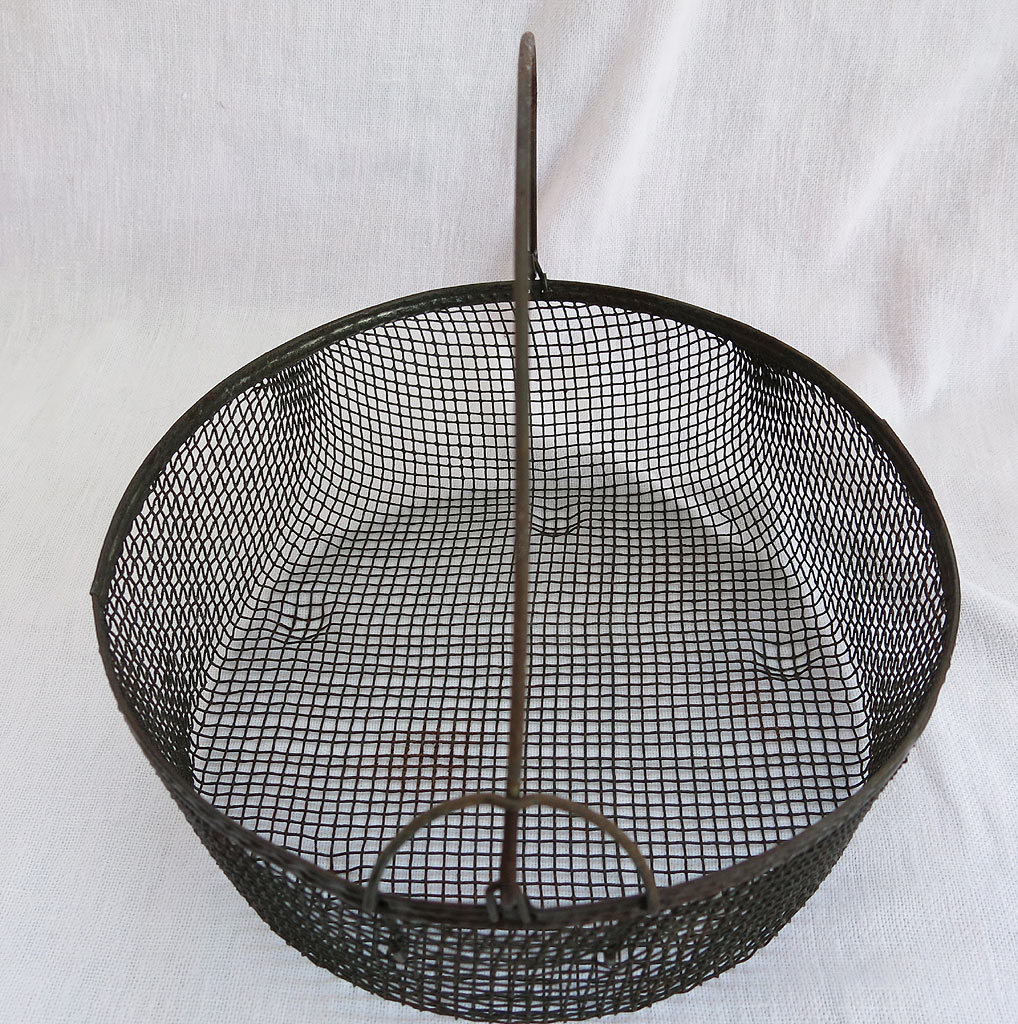 Vintage Country Locking Bail Wire Basket Farmhouse Primitive