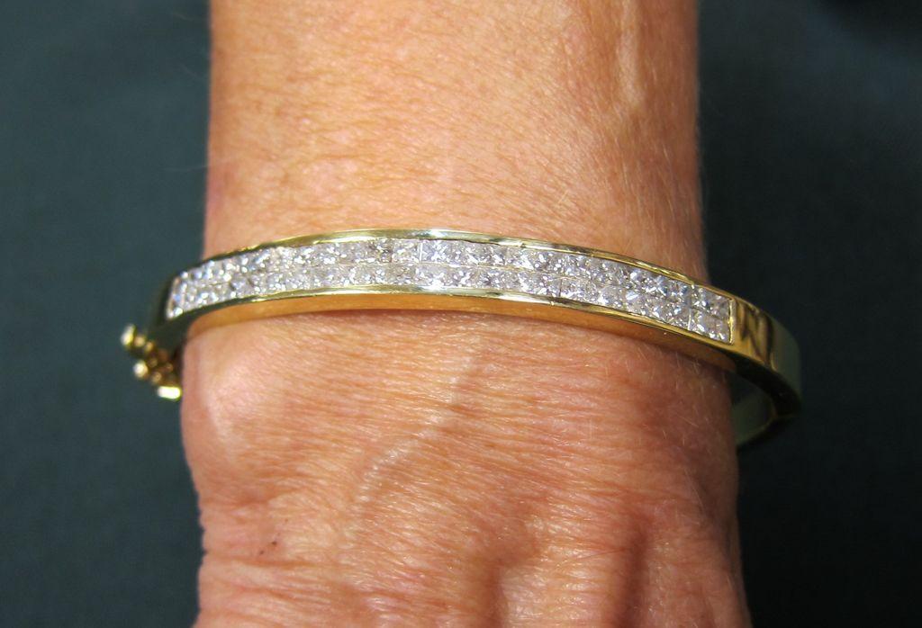 Lady's 18K Yellow Gold Bangle Diamond Bracelet - 3.5 Carat