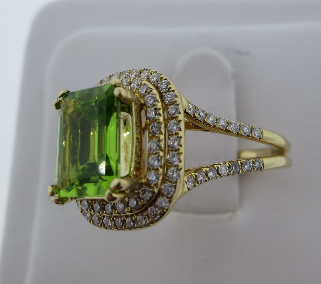 Lady's 18K Yellow Gold Diamond & Peridot Ring