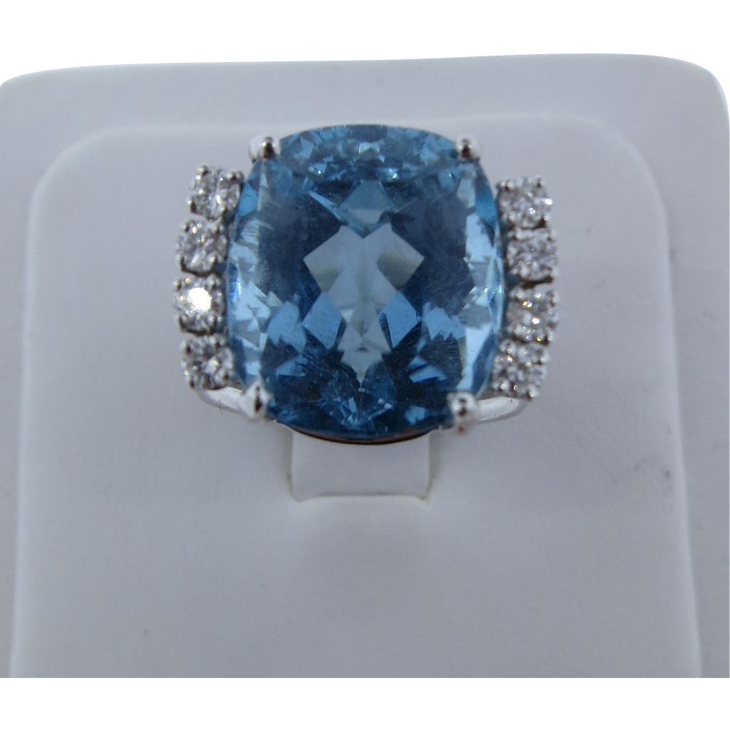 Awesome VVS Aquamarine & VS Diamond White Gold Ring