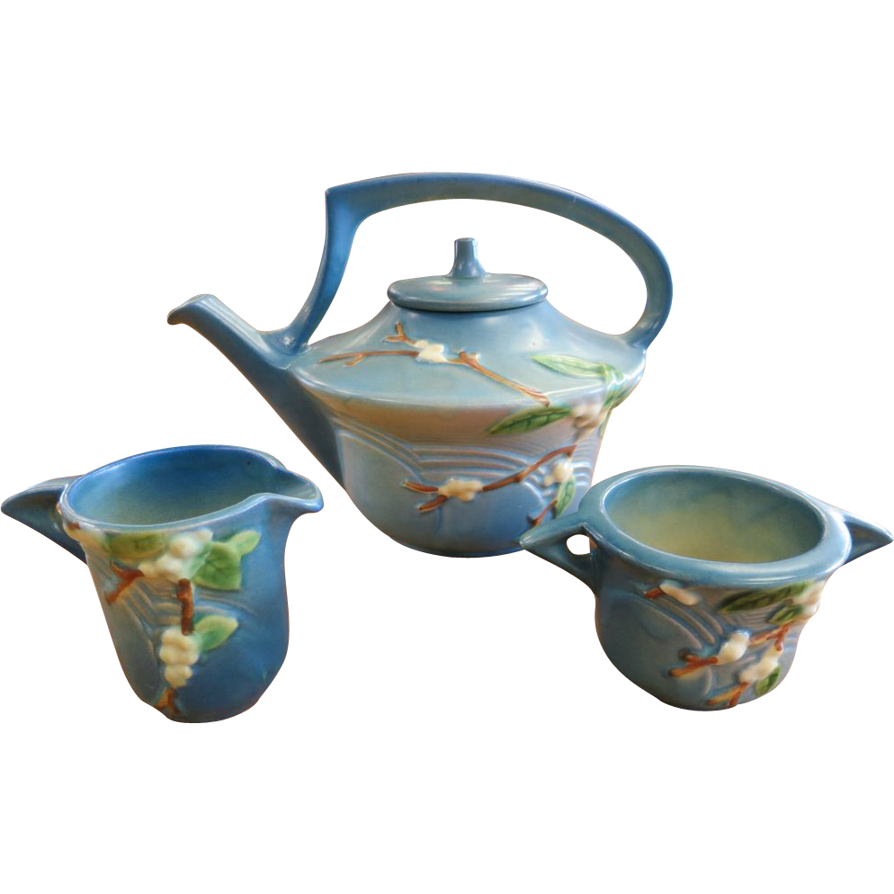 Roseville Snowberry - Tea Pot, Creamer & Sugar - Blue