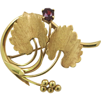 Tiffany 18 K Yellow Gold Pin or Brooch With Leaves and Garnet