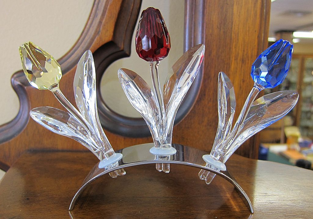 Swarovski SCS Members Renewal Tulips & Holder-2002 thru 2004