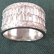 Lady's 18 K White Gold & Diamond Ring - Very White & Clear
