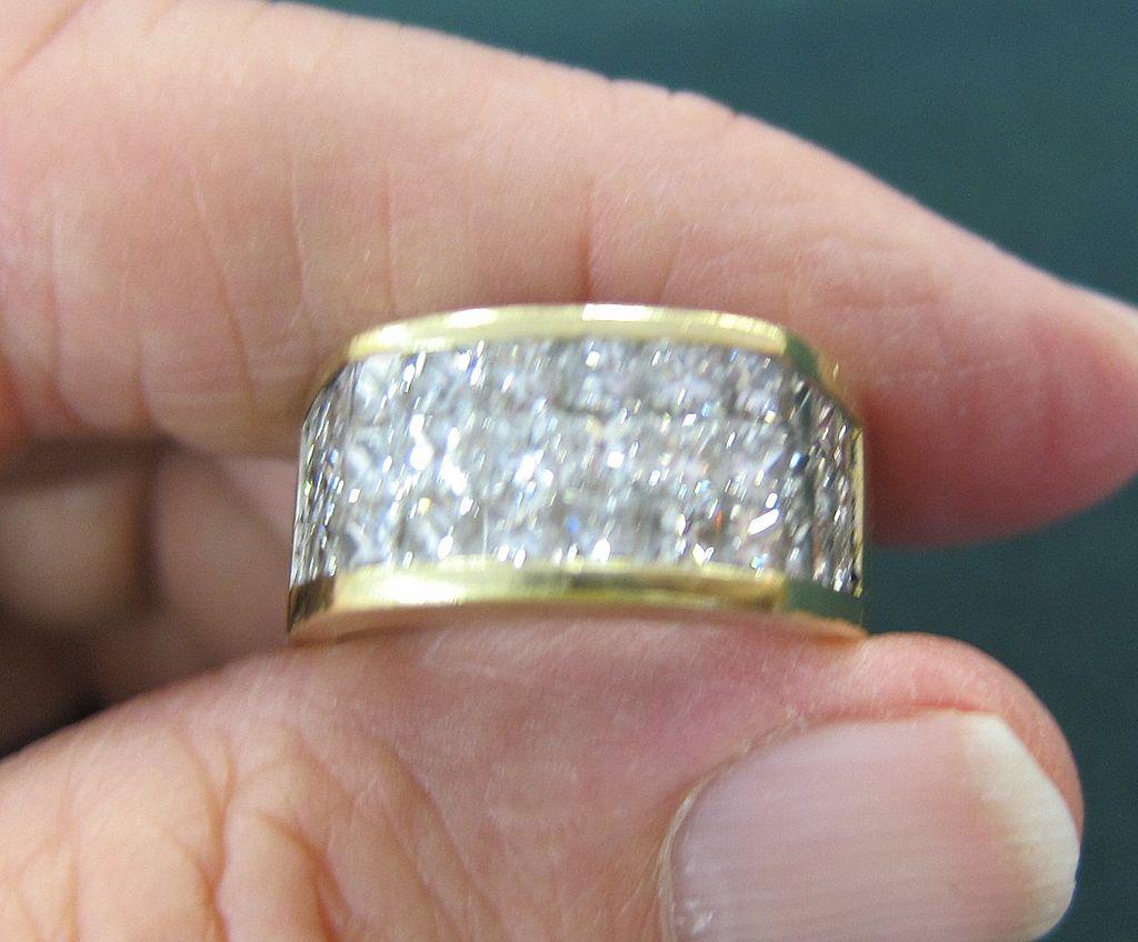 Fabulous Man's 18K Yellow Gold & Diamond Ring