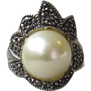 PRETTY Vintage Sterling Silver & Marcasite with BIG Faux Split Pearl FLOWER Ring, Size 7.5
