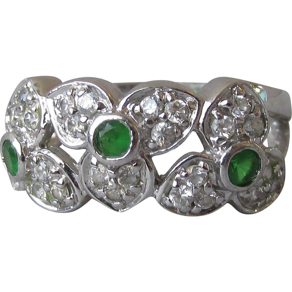 Pretty Vintage Three Trillium Flower Sterling Silver & Green CZ Band Ring