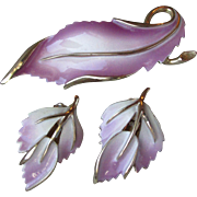 Pretty Pristine 1960's Mauve & White Enamel Leaf Pin, Earrings Set - Vintage Demi Parure