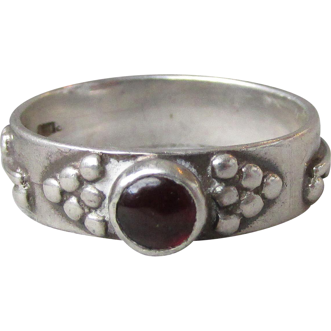 Gorgeous Vintage Balinese Sterling Silver & Garnet Cabochon Band Ring, Size 7.5