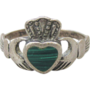 Dainty Sterling Silver & Green Malachite Irish Good Luck Symbol Vintage CLADDAGH Ring, Size 6