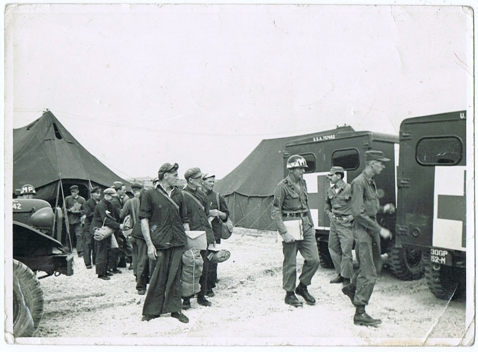 Korea War with GI, authentic Photo