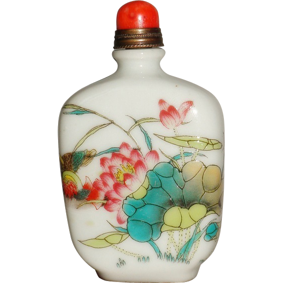Chinese Snuff Bottle enameled Porcelain