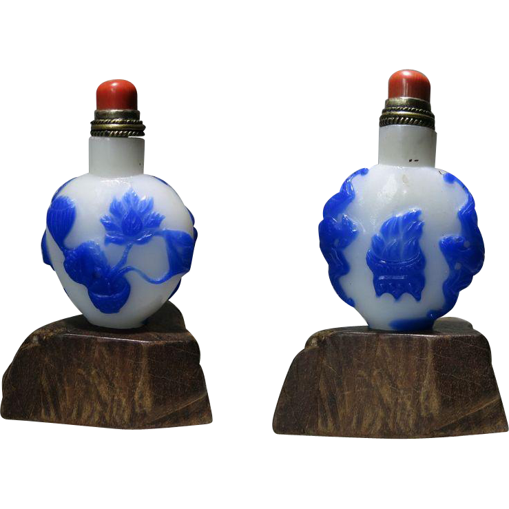 Chinese Snuff Bottle Overlay Flowers and Bats