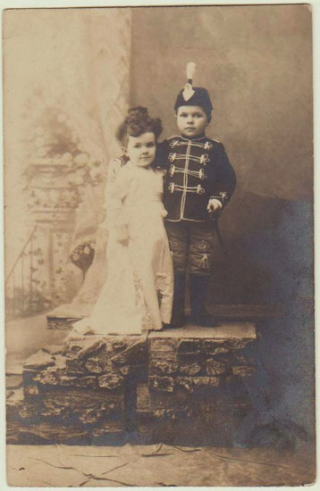 Lilliputian Vintage Photo Of A Midget Couple From