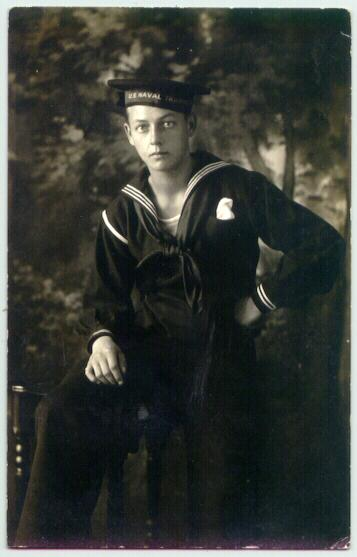1913: Photo of US Navy member as Postcard to Austria