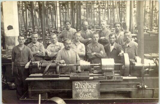 appr. 1910: Group of workers at their work bench
