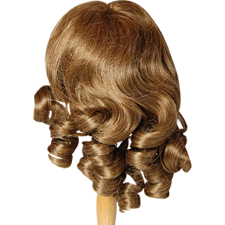 Vintage doll wig unused natural look part golden brown synthetic like human hair very pretty curls adjustible 14 inch very good