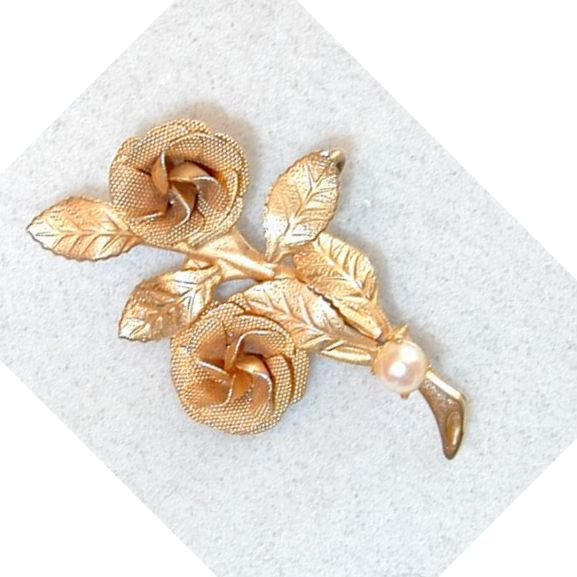 Unsigned Goldtone Rose Pin with Cultured Pearl Accent