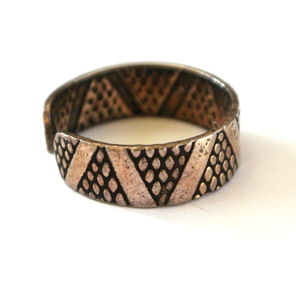 Silver-Toned Geometric Patterned Toe Ring