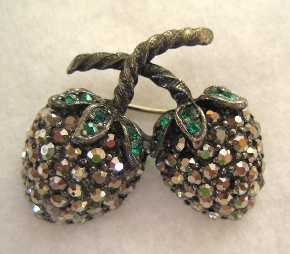 Weiss Silvertone Marcasite and Green Rhinestone Berry Demi Parure:Brooch/Pin/Earrings