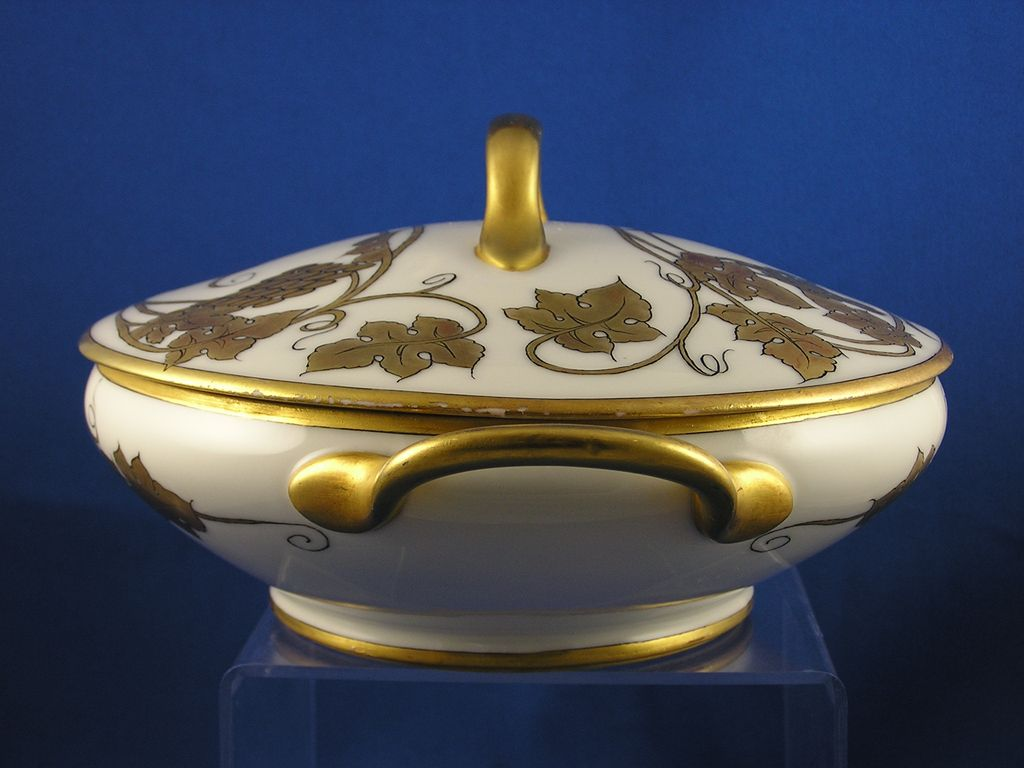 raynaud r co limoges gold grape motif covered serving. Black Bedroom Furniture Sets. Home Design Ideas