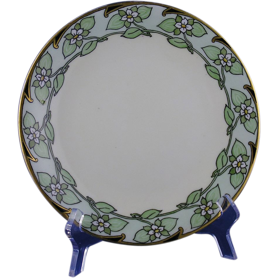 "Delinieres & Co. (D&Co.) Limoges Art Deco Floral ""Bunch Berry"" Design Plate (c.1905-1920)"