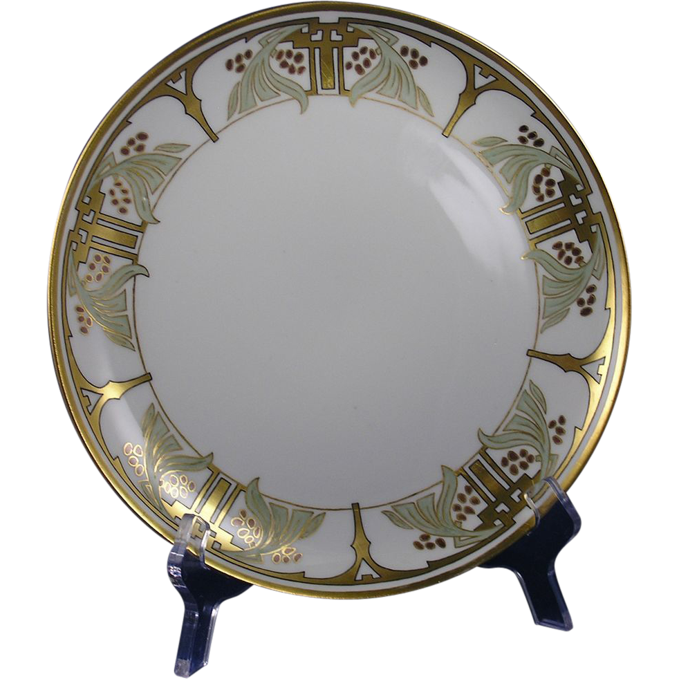 Gerard, Duffraisseix & Abbott (GDA) Limoges Arts & Crafts Leaf & Gold Berry Motif Plate (c. 1912)