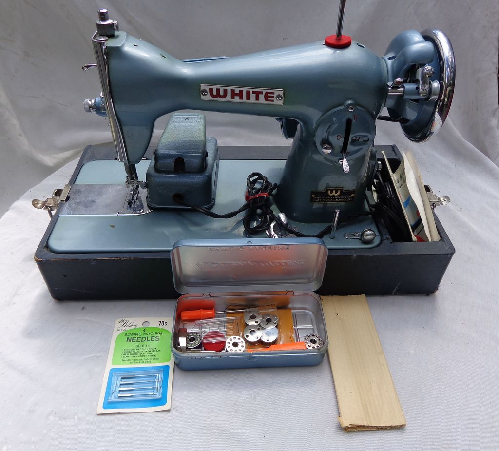 Sewing Machine With Everything White Model 658 Amp Supplies