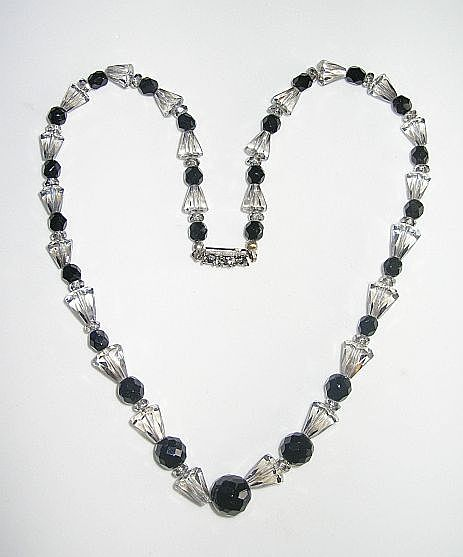 Gorgeous art deco period necklace with black and silver-shade beads