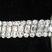 Very cute vintage expandable clear rhinestones bracelet