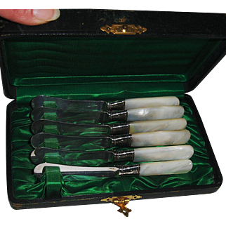Boxed Set of 6 Sterling and Mother of Pearl Handled Knives