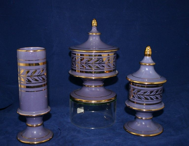 Mint!  Art Deco HOLLYWOOD 14K Gold Trimmed Purple Vanity Set with Powder Jars