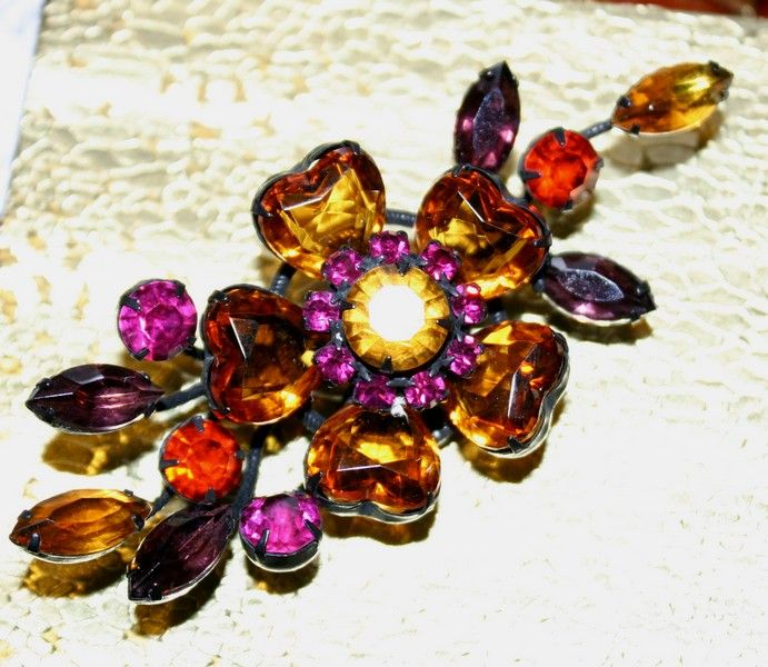 Dynamic and Colorful Vintage Brooch Featuring Heart Shaped Stone
