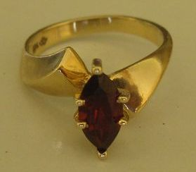 Lovely Vintage Marquis Garnet and 10K Yellow Gold Ring- Size 6