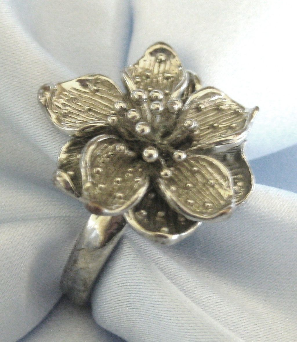 Pretty Vintage Bold Silver Tone Flower Ring- Size 9