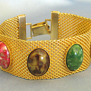 Attractive Vintage Marbled Glass Cabochon Gold Tone Mesh Bracelet