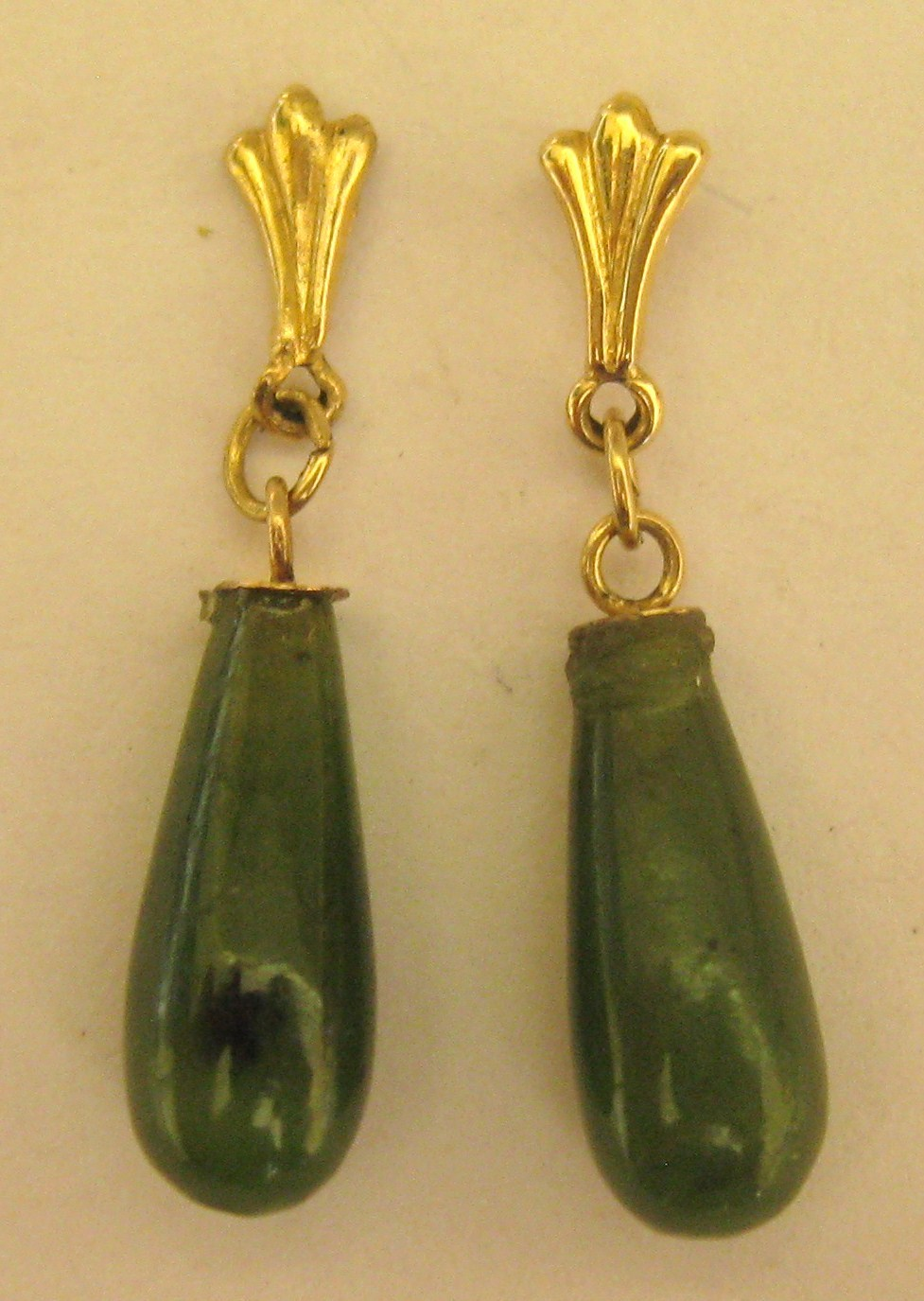 Lovely Vintage 14k Yellow Gold Jade Drop Pierced Earrings
