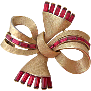 Crown Trifari Gold Tone Ribbon Brooch Red/Pink Baguettes