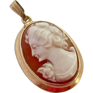 14K Gold Oval Shell Cameo Pendant