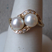 Beautiful 14k Gold and Double Pearl Ring