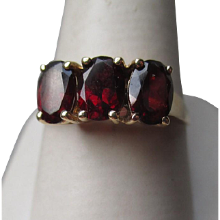 Beautiful 10k Gold and Garnet Ring