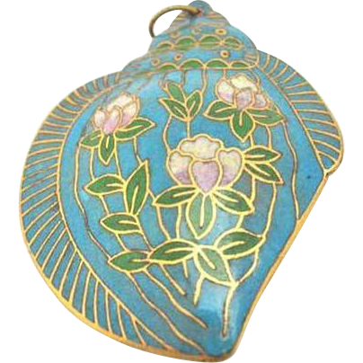 Vintage Turquoise-Blue Hand Painted Flower Seashell Pendant
