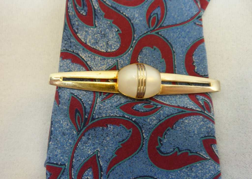 White Thermoset Anson Tie Bar 1950's Gold Tone