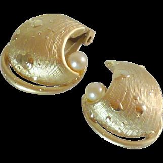 Gold Tone Swirl Faux Pearl Clip On Earrings
