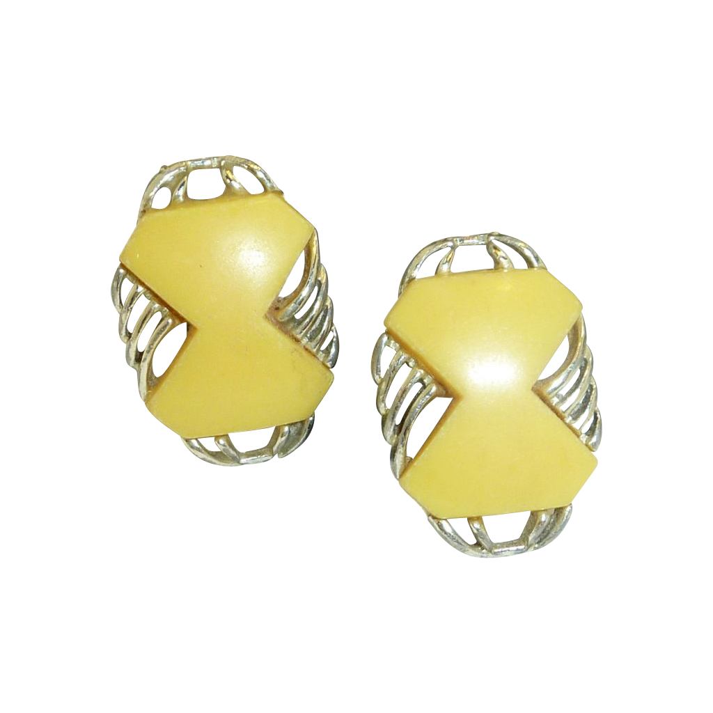 '50's Plastic Yellow Silver Tone Clip On Earrings